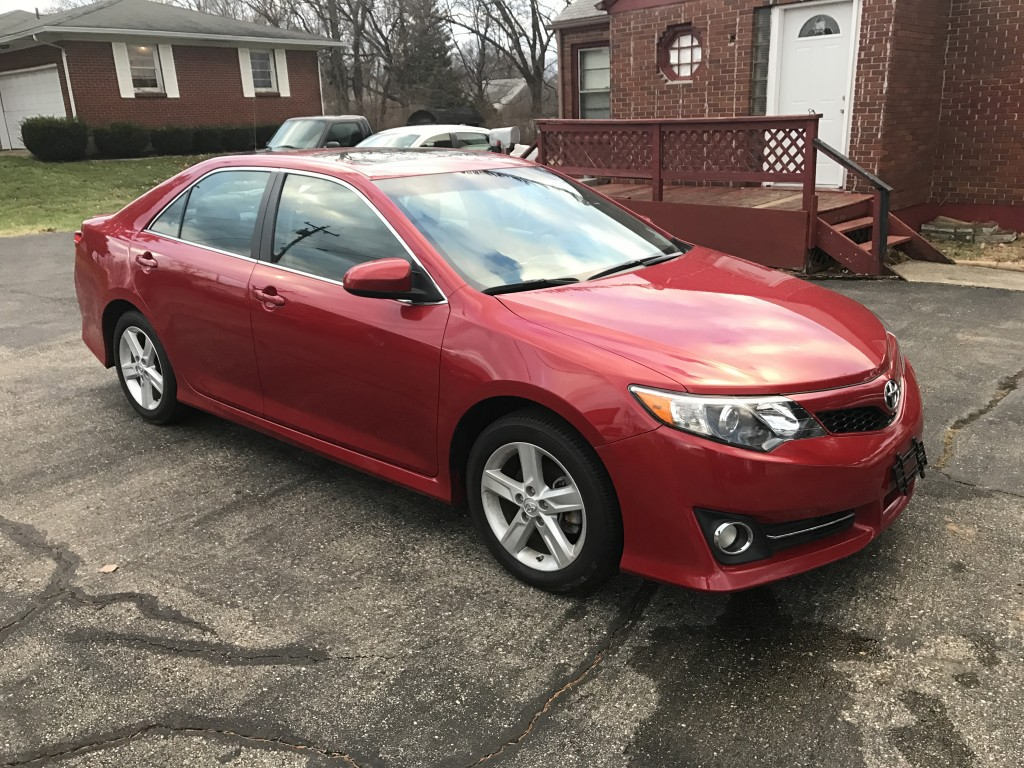 2014 Toyota camry SE with only 16,000 miles loaded with leather sun roof and back up camera like a new one!!