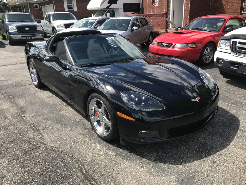 2006 corvette ls2 400hp 6sp with only 47,000miles glass top runs drives and sounds great NEW TIRES SUMMER READY!!!