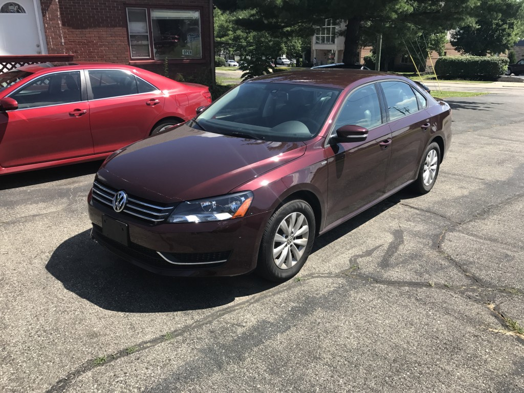 2013 volkswagen passat wolfsburg edition only 18,000miles 2.5L 5-cyl. 6-speed Automatic leather one owner zero accidents (auto check) like new