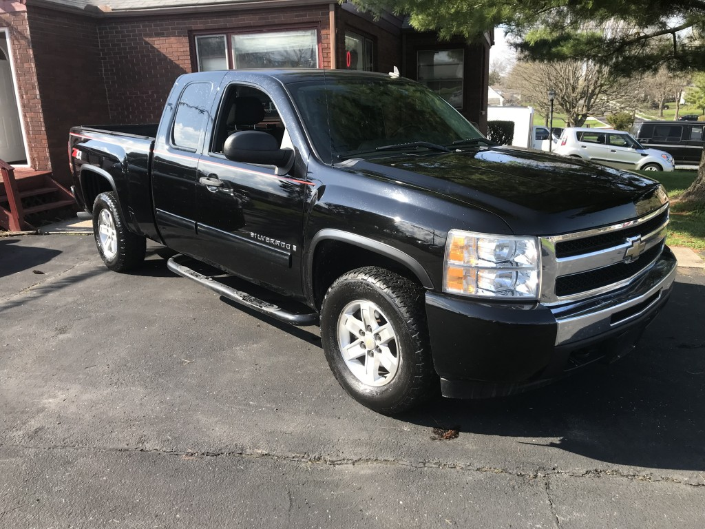 2009 Chevy Silverado 1500 LT z71 4x4 116,000 miles 5.3l v8 dual exhaust sounds great drives and runs great very clean inside and out