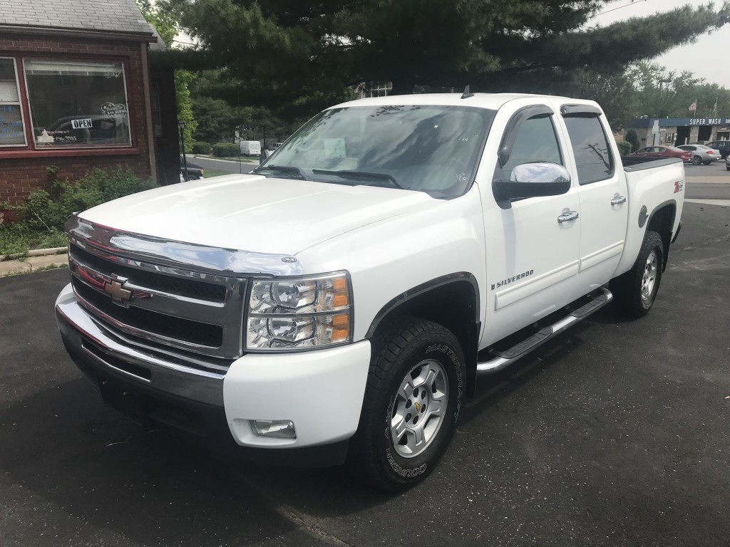 2009 Chevy Silverado 1500 LT z85 only 77,000miles 5.3l 8 factory remote start 4x4 newer tires and new brakes ready to go !!