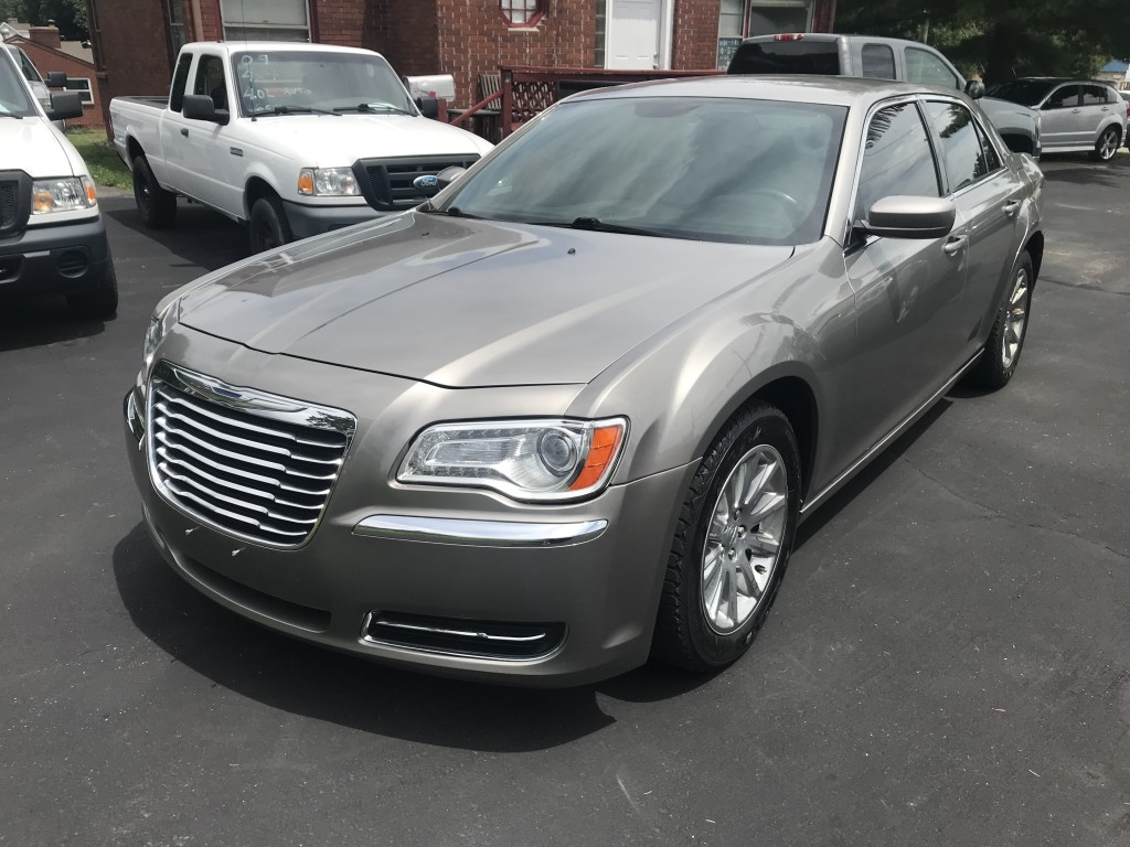 2014 chrysler 300 only 58,000 miles 3.6v6 leather push botton start blue tooth heated seat nice car, non smoker runs and drives smooth