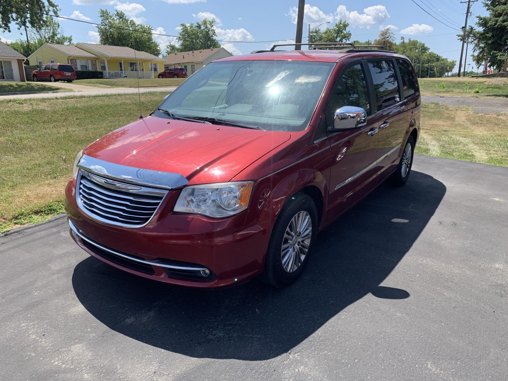 2013 chrysler town & country Touring L only 50,000miles new tires heated leather seats and steering wheel fully loaded remote start ect, nice clean van