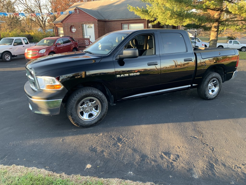 2012 ram trades man v8 4x4 crew cab only 38,000miles!!!!! runs and drives great!