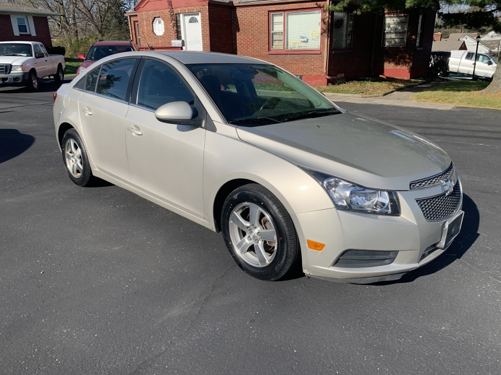 2013 Chevrolet Cruze LT -- Only 34,000 miles -- new tires Runs and drives great. SUPER clean Zero accidents reported. Save on fuel with 36MPG Highway!